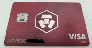 Die rote Visa Karte von Crypto.com - sie sieht cool aus, sie ist aus Metall!